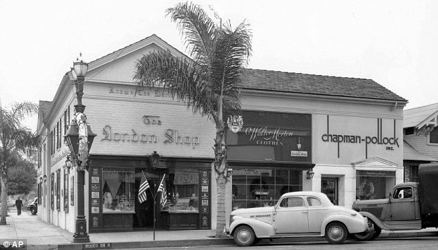 Дом 273 по улице Родео-Драйв (фото 1947 г.). Совершенно обычная улочка с лавкой бакалейщика, заправкой и хозяйственным магазином